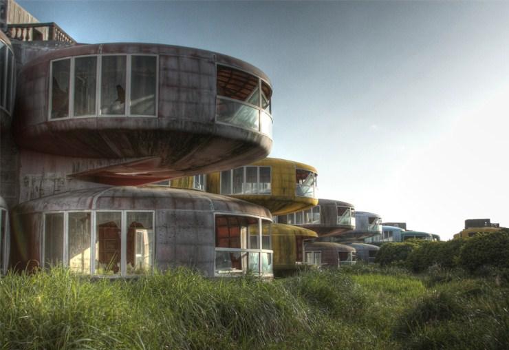 Sanzhi-UFO-houses-3