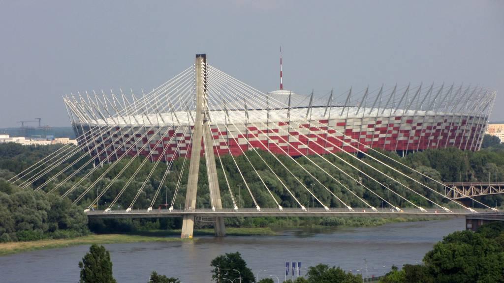 Okolice Stadionu Narodowego iMost Poniatowskiego stały się już sztandarowymi elementmi trasy każdego organizowanego wWarszawie biegu