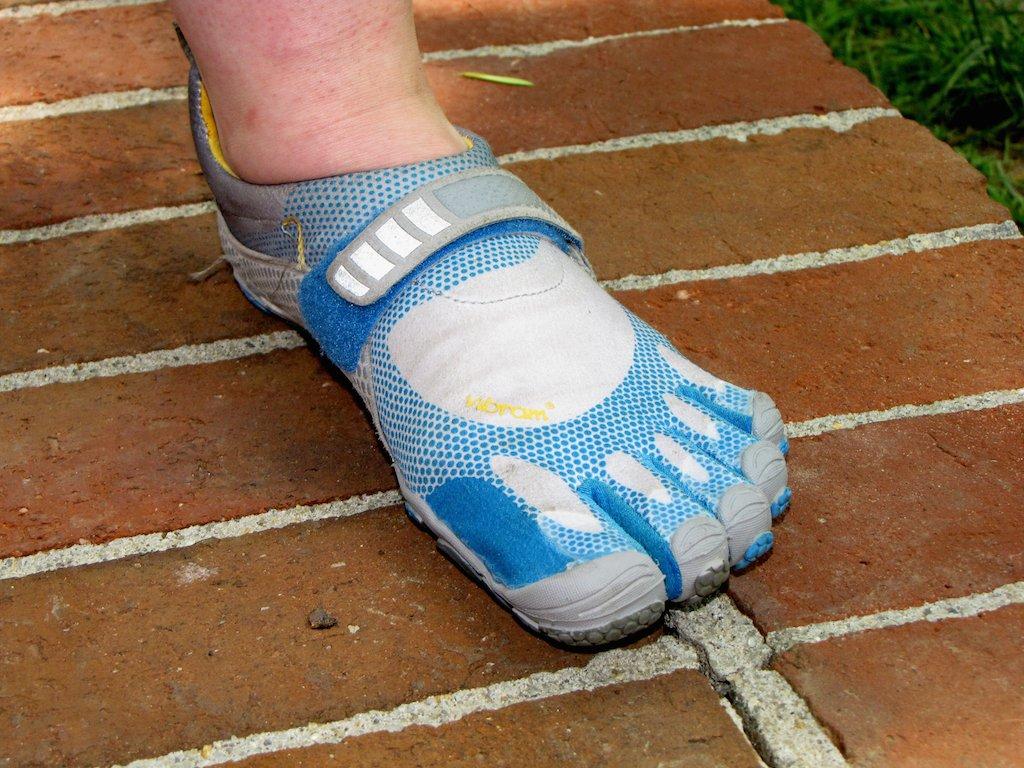 """""""Goryla stopa"""", czyli buty minimalistyczne Vibram Five Fingers."""
