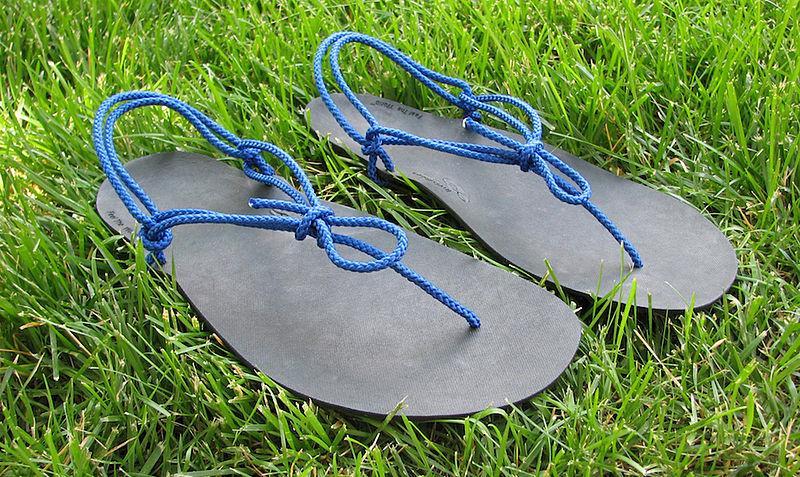 """Buty minimalistyczne Xero, które można nawet kupić wwersji """"zrób tosam""""."""