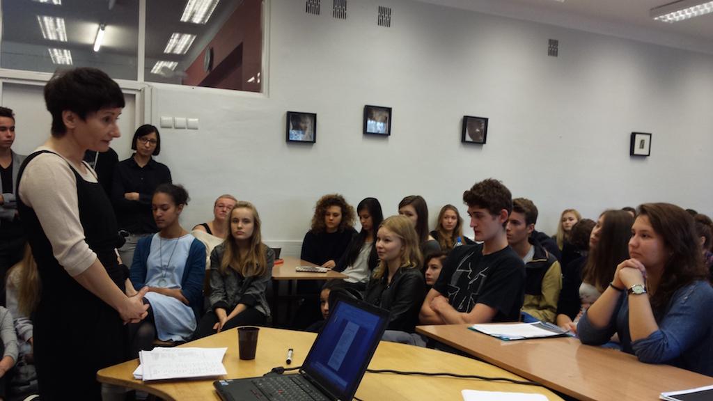 Anna Cetera podczas wykładu dla uczniów naszej szkoły.