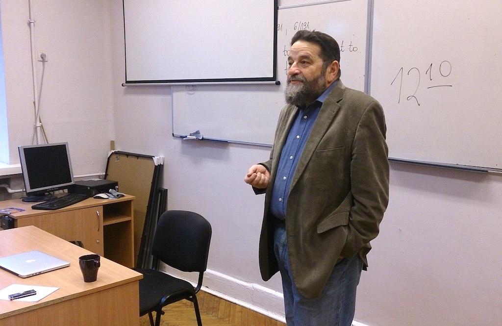 Konstanty Gebert, dziennikarz Gazety Wyborczej, podczas spotkania wnaszej szkole 1 grudnia 2014 r.